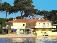 lido-beach-hyeres chez booking.com